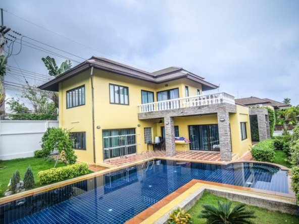Very Nice And Spacious House, Town and Country Property Pattaya
