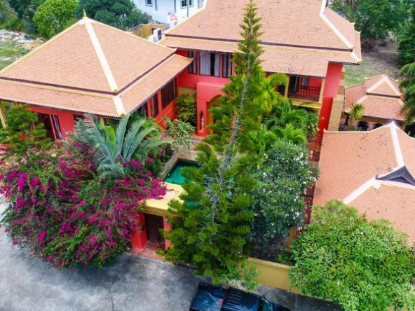 Stunning Pool-Villa On Golf Course Phoenix, Town and Country Property Pattaya