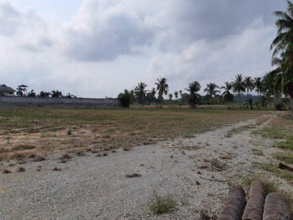 Large Land For Sale In Mabprachan Lake, East Pattaya, Town and Country Property Pattaya
