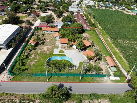 Perfectly shaped land on main-road – Multipurpose, Town and Country Property Pattaya