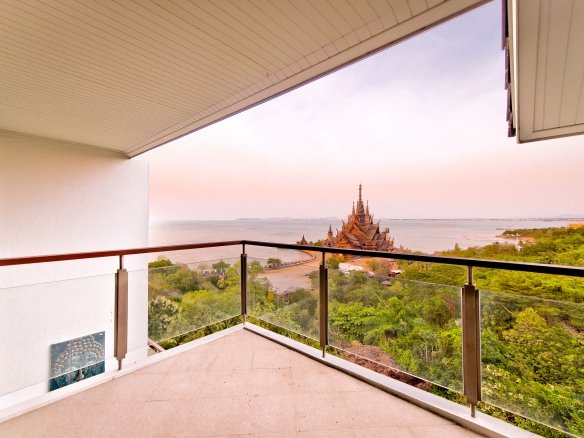 Perfect view condo in Wong Amat, Town and Country Property Pattaya