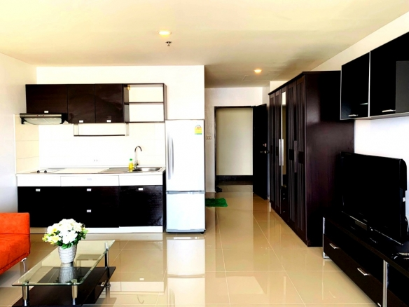 Large Studio for sale and rent Central Pattaya, Town and Country Property Pattaya