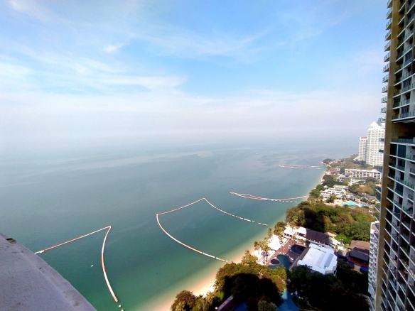 Beautiful beachfront condo for SALE or RENT at Sky Beach Condo, Town and Country Property Pattaya