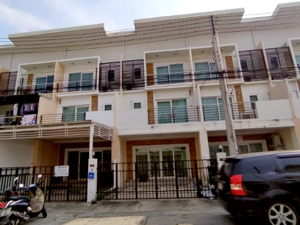 Townhome For Rent At Supalai Ville, Town Country Property Pattaya