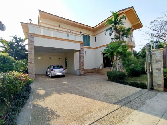 5 Bedroom House For Rent at Phoenix Golf, Town Country Property Pattaya