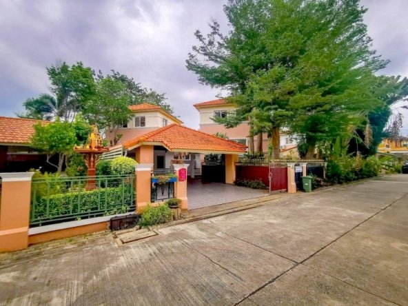 Detached two story house for sale, Town and Country Property Pattaya