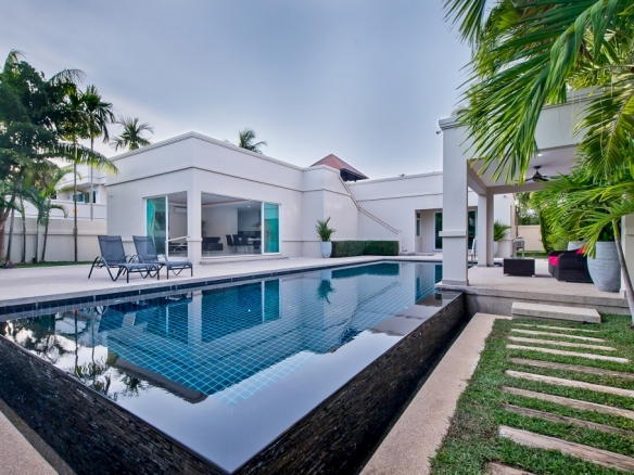 Stunning villa with Large Pool and Newly Refurbished with New Furniture for rent, Town Country Property Pattaya